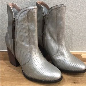 Seychelles Around The World Silver Booties